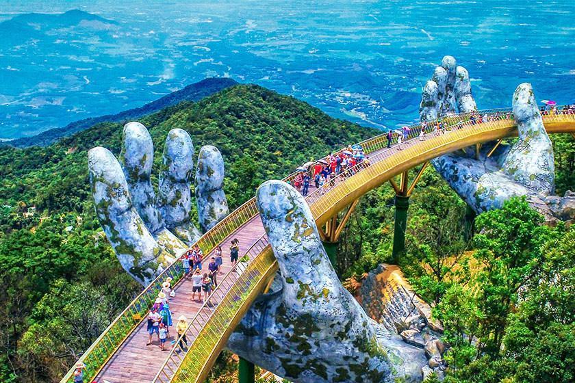 پل طلایی ویتنام روی دست های کوهستان