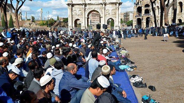 مسلمانان ایتالیا به تعطیلی مساجد اعتراض کردند