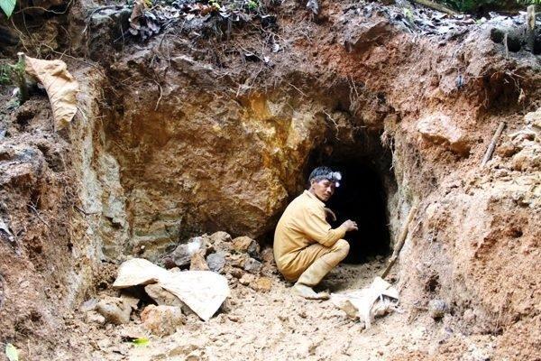 کشته شدن شش معدنچی در ریزش معدنی در اندونزی