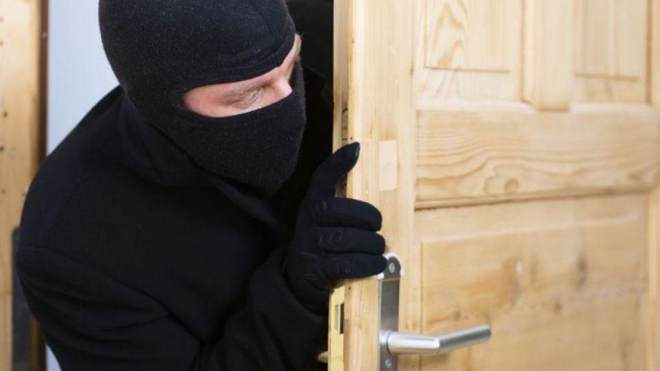 سرقت مادر و پسر از منزل فامیل تنها برای خرید ماشین و خانه