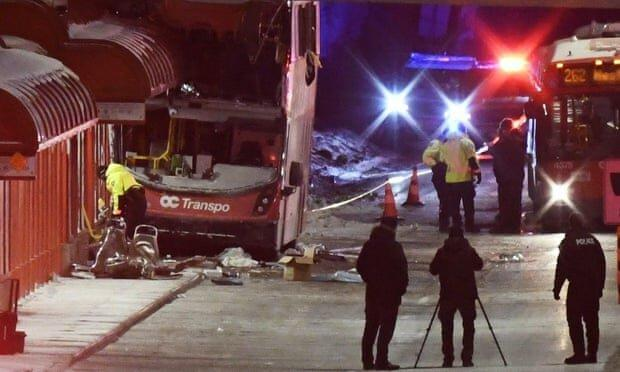 برخورد مرگبار اتوبوس با ایستگاه در کانادا