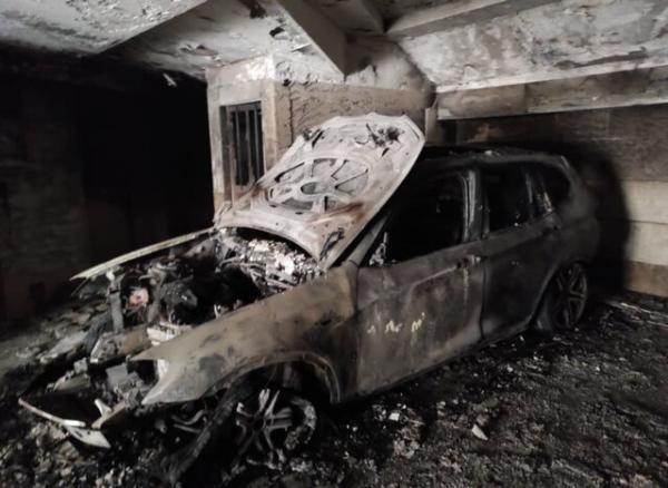 حریق خودرو در پارکینگ ساختمان مسکونی، نجات 25 نفر