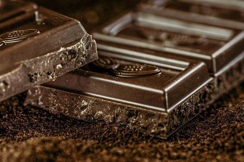 شکلات خوردن باعث جوش زدن می گردد؟